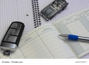 Bromaterial mit Fahrtenbuch und einem Auto